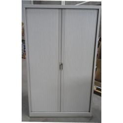 Armoire haute de bureau monobloc  à rideaux  198 x 120 cm  d'occasion